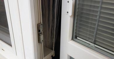Ako jednoducho opraviť nechcené otváranie balkónových dverí